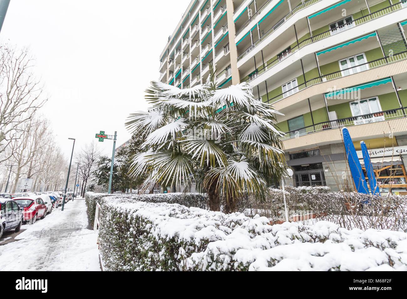 Lingotto barrio bajo la nieve. Torino, Italia. Foto de stock