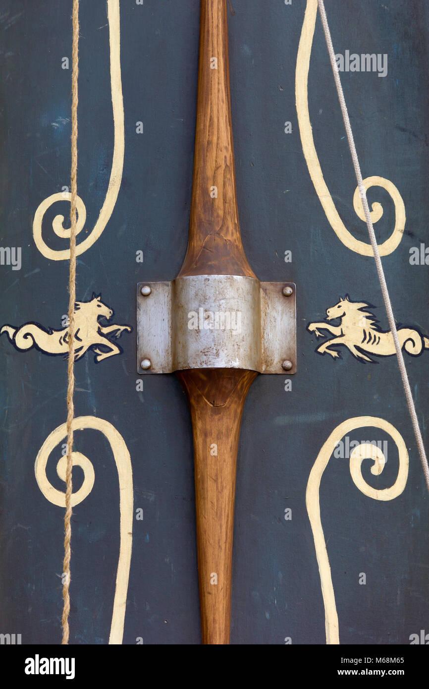 Antiguo decorado batalla escudo Imagen De Stock