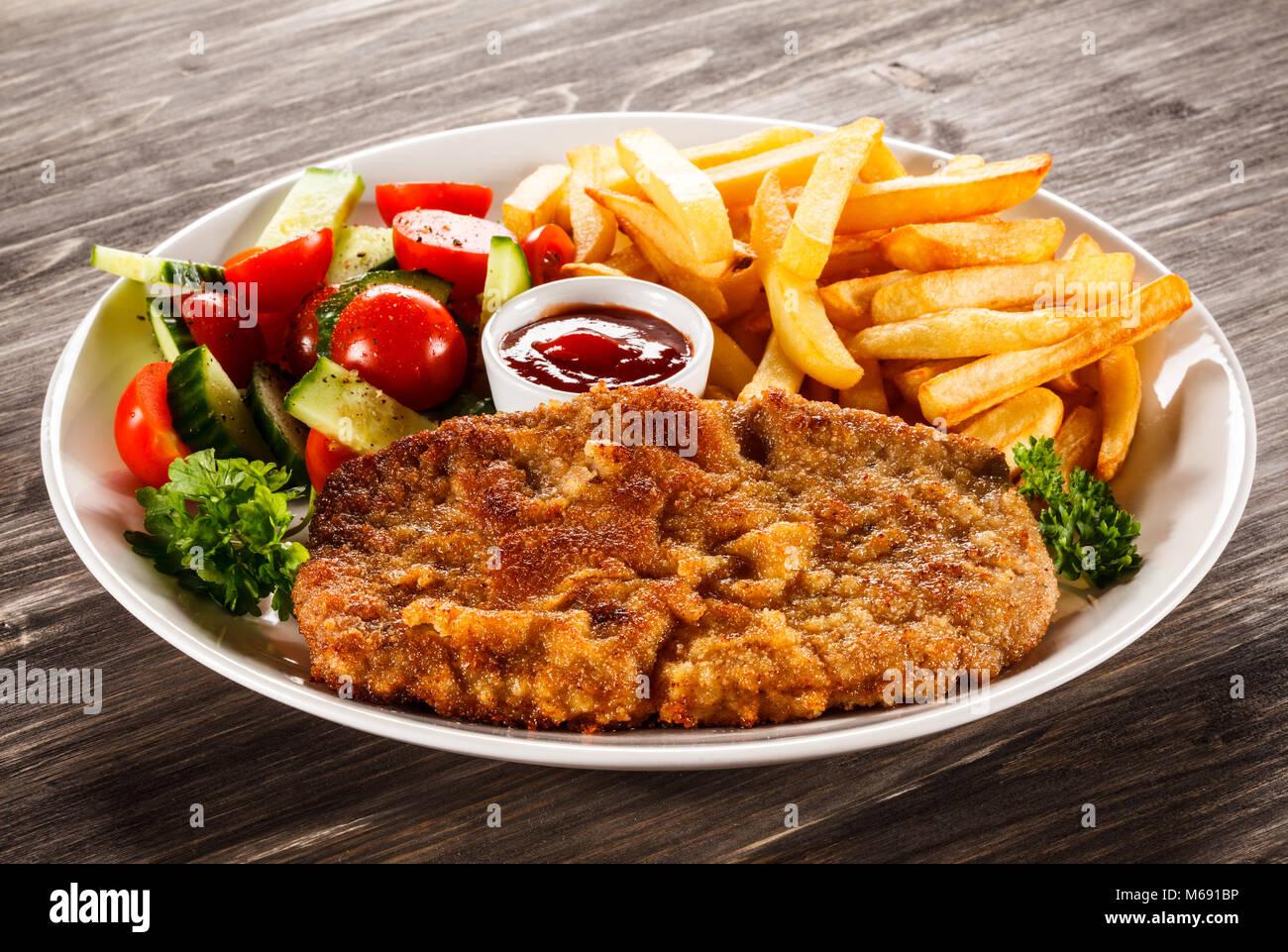 Pork Chop fritos, patatas y verduras Foto de stock