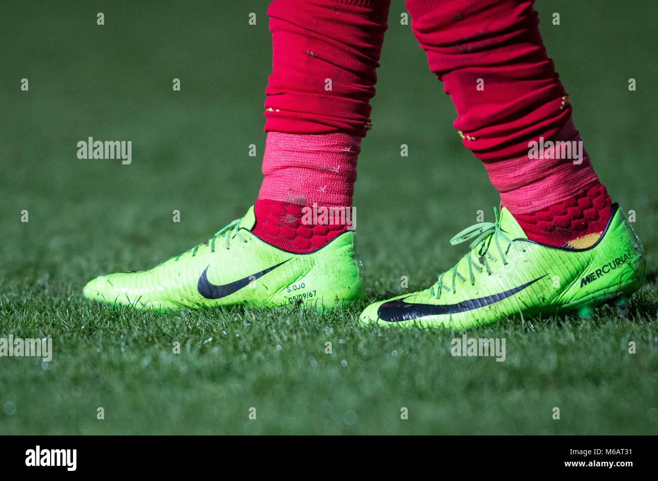 enero pistola Aplicar  Sheyi Ojo de Liverpool, calcetines y botas de fútbol de Nike personalizados  durante el EPL2 - U23 - Premier League 2 coincidencia entre lectura y  Liverpool en Adams Fotografía de stock - Alamy