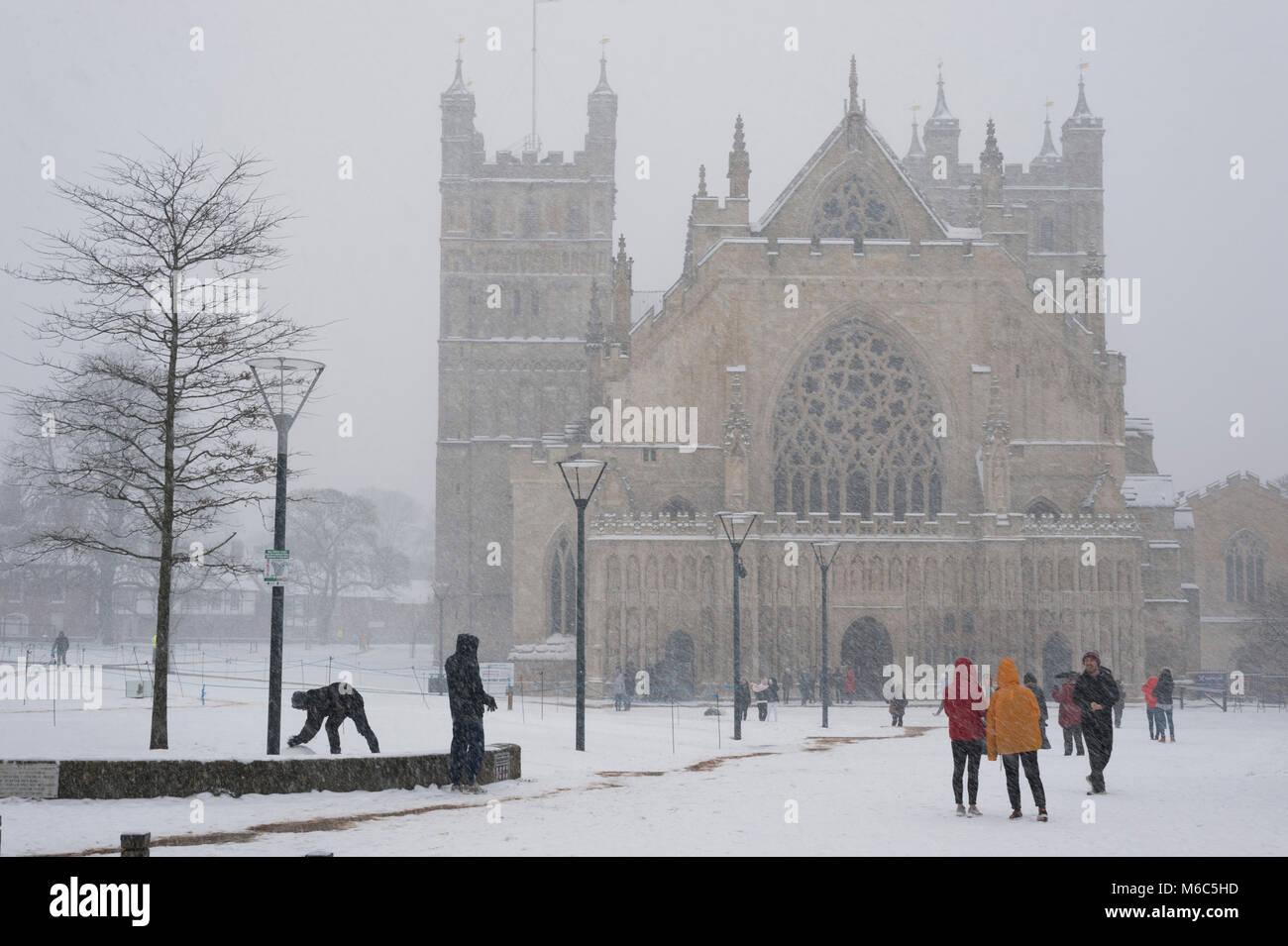 Exeter, Devon, Reino Unido. 01 de marzo de 2018. La bestia de la East Meets tormenta Emma en Exeter como rojo de Imagen De Stock