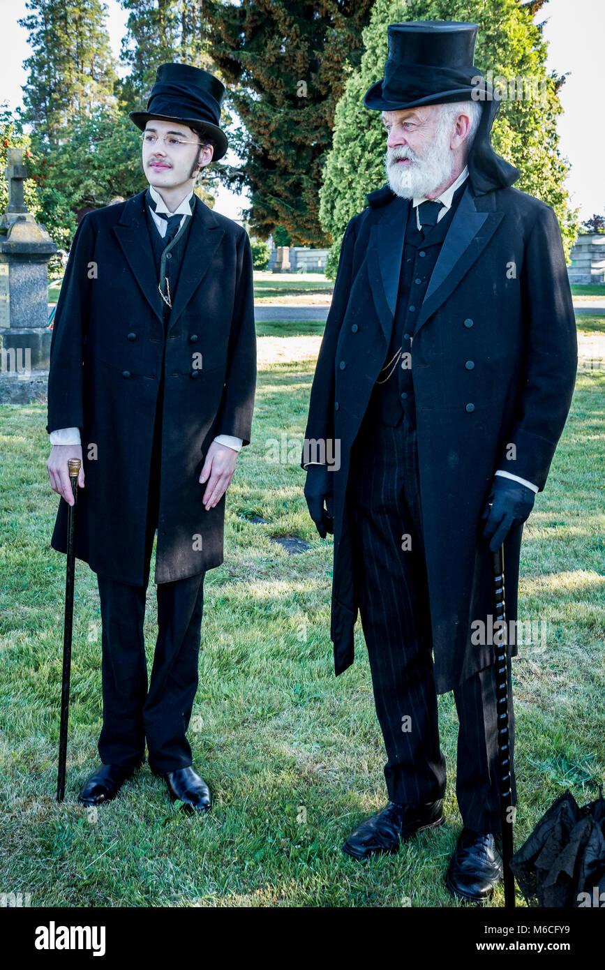 Funerales dolientes, época victoriana top hat y colas, Mountain View cementerio, Vancouver, British Columbia, Canadá Foto de stock