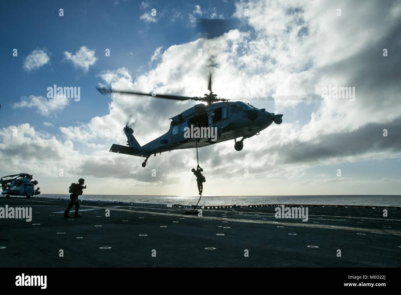 180226-M-WP334-0174 DEL OCÉANO ATLÁNTICO (26 de febrero de 2018), Infantes de Marina de los Estados Unidos Imagen De Stock