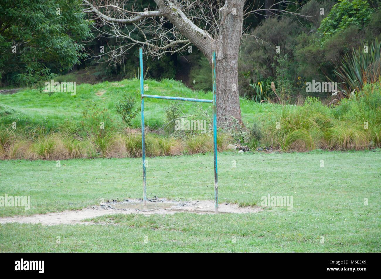 Rugby puestos en un campo de deportes Imagen De Stock