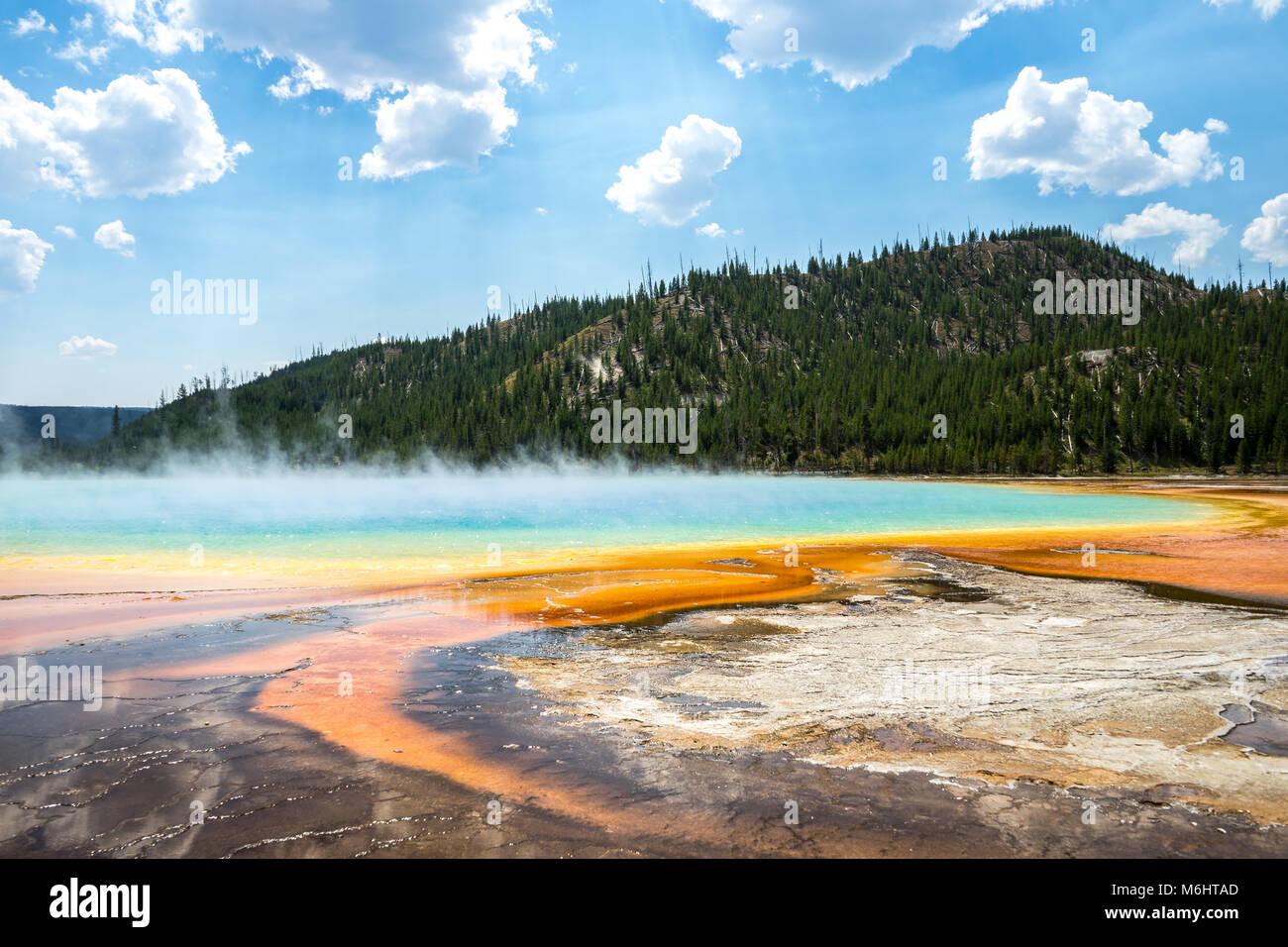 Grand Prismatic Spring, el Parque Nacional de Yellowstone. Imagen De Stock
