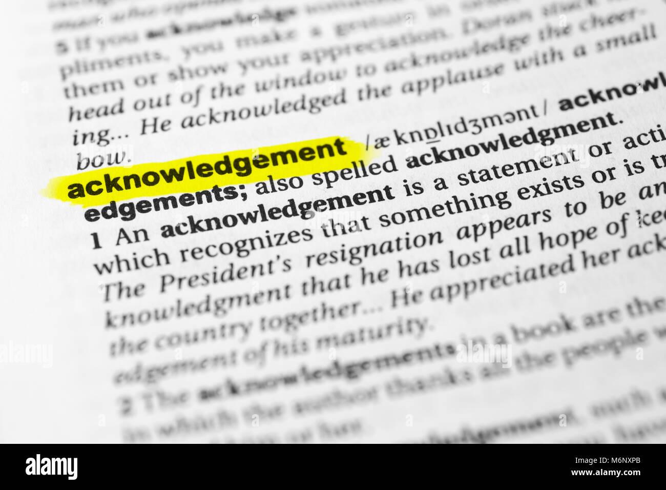 """Destacó palabra inglesa """"acuse de recibo"""" y su definición en el diccionario. Foto de stock"""