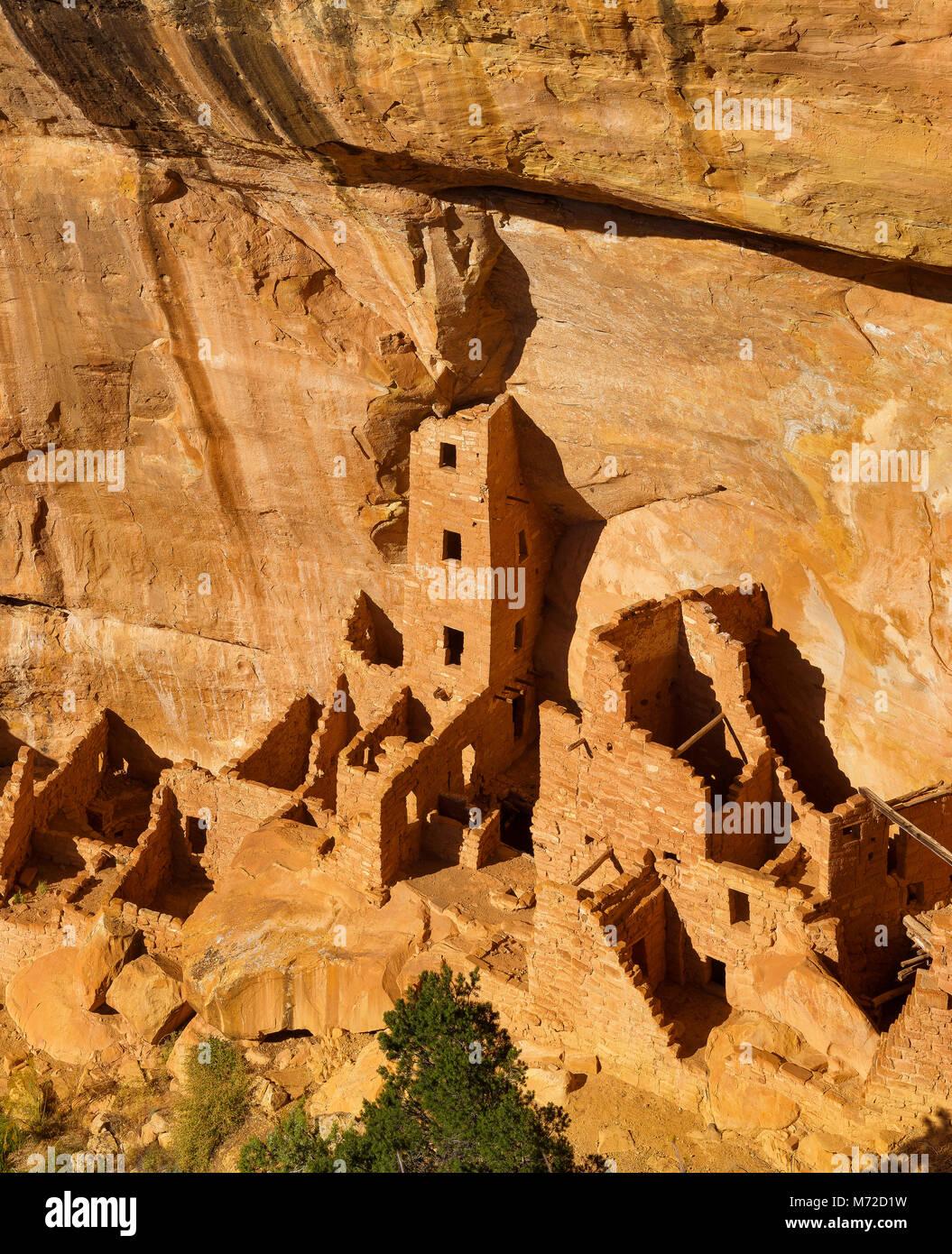 Casa Torre cuadrada a la ruina, el Parque Nacional Mesa Verde, Ute Indian Reservation, Montezuma County, Colorado Imagen De Stock