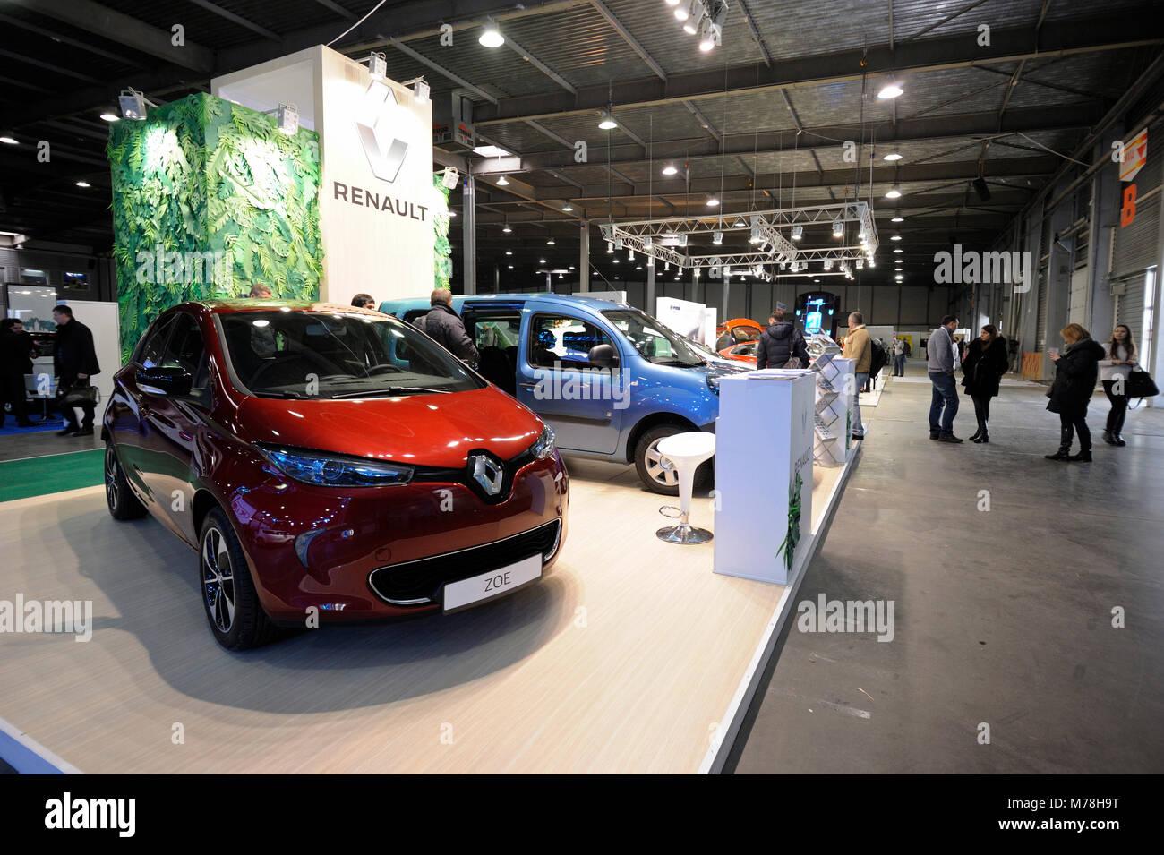 Los nuevos coches híbridos demostró durante la exposición PLUG-en Ucrania en 2018. El 2 de marzo Imagen De Stock