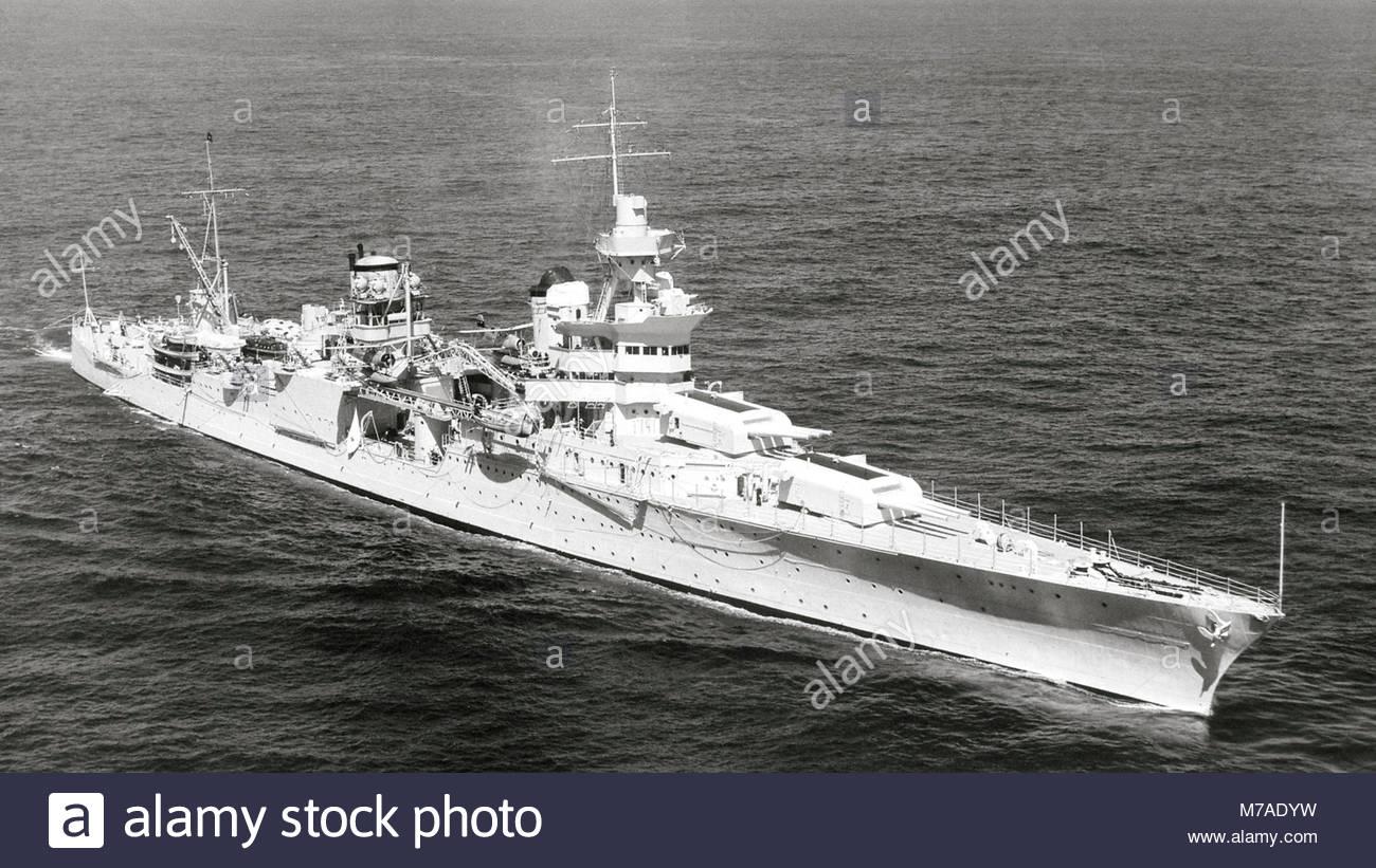 La US Navy HEAVY CRUISER USS Indianapolis (CA-35) está llevando a cabo. Foto de stock