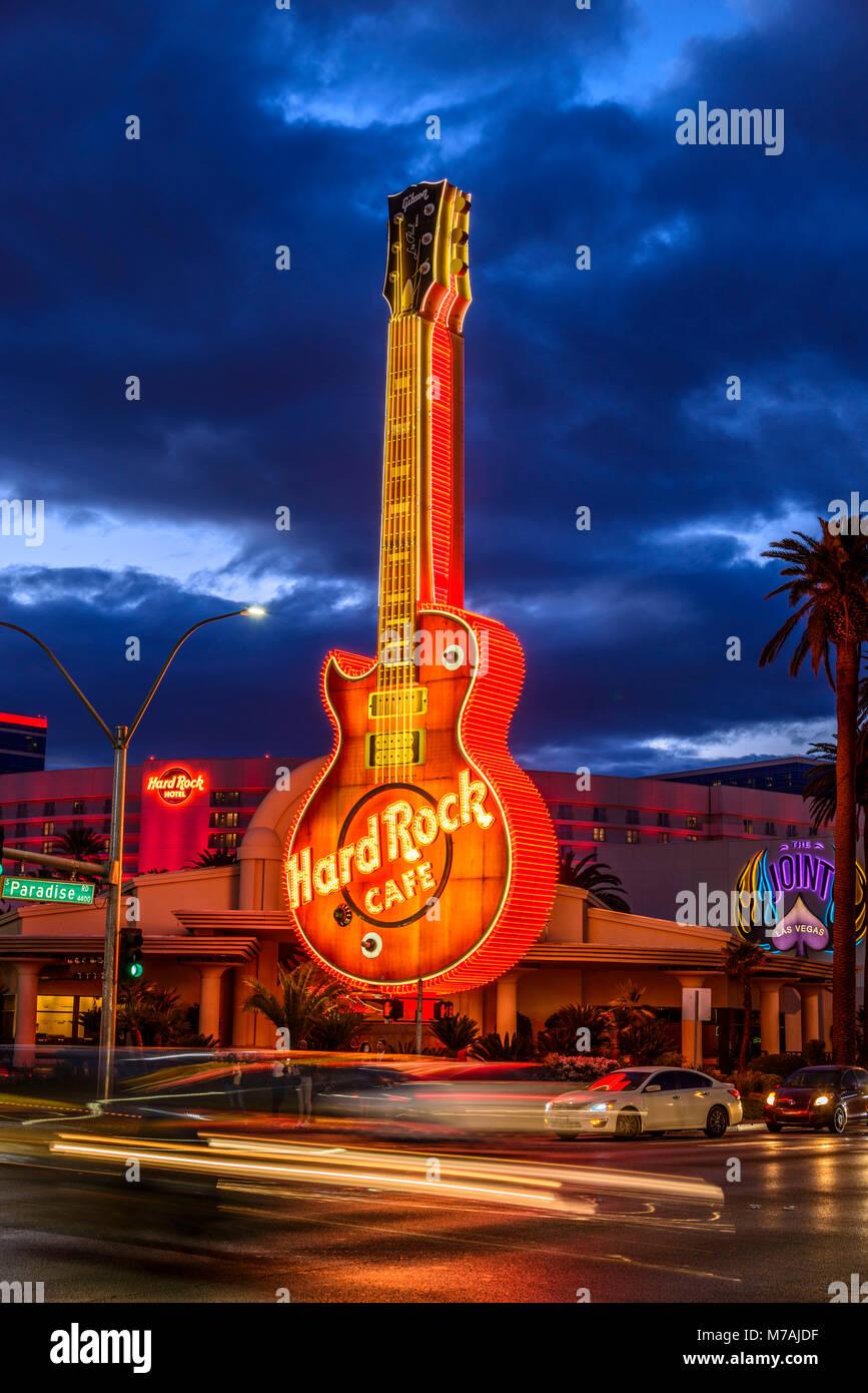 Los EE.UU., el condado de Clark, Nevada, Las Vegas, Paradise Road, Hard Rock Cafe, guitarra, objeto luminoso Imagen De Stock