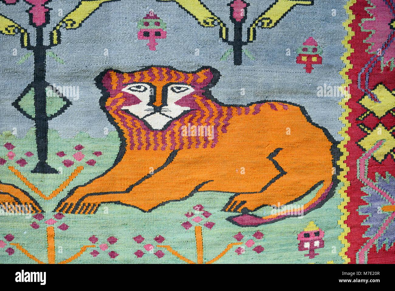 León estilizada Motif en armenio antiguo manta, alfombra o kilim, Armenia Foto de stock