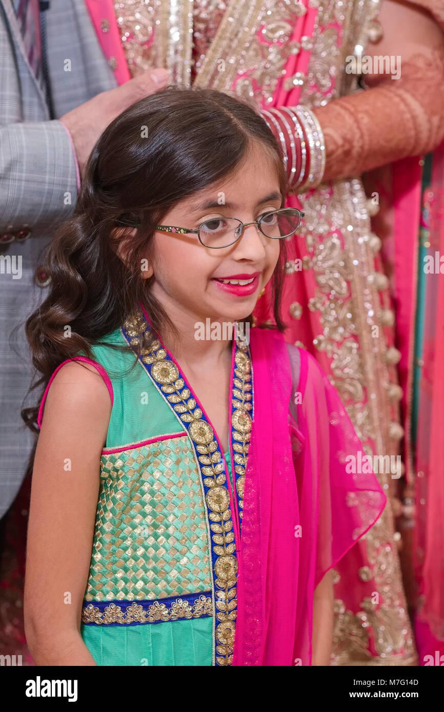 Magnífico Vestidos De Novia De La India Para Los Niños Modelo ...