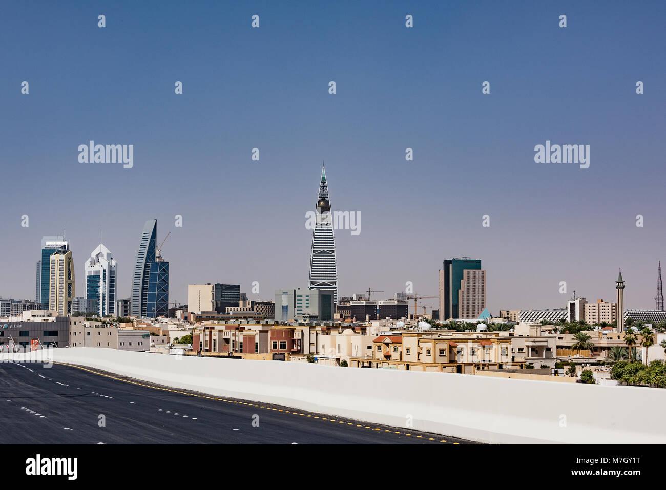 Los Edificios Rascacielos de Riad y parcial. Imagen De Stock