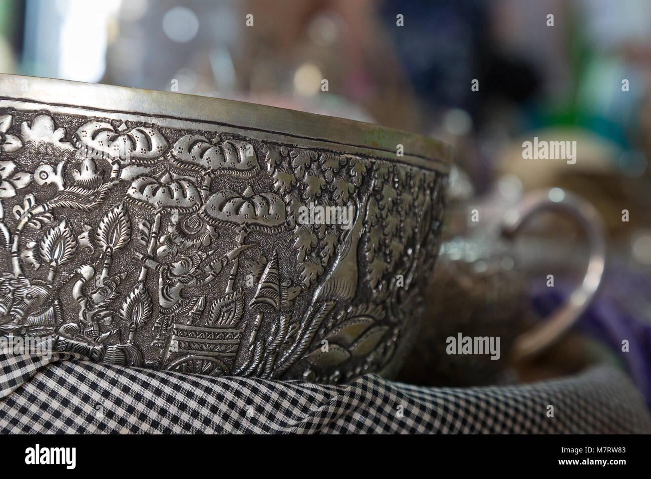 7ff4cdcec483 Artículos de plata de Camboya para la venta en una tienda de plata ...