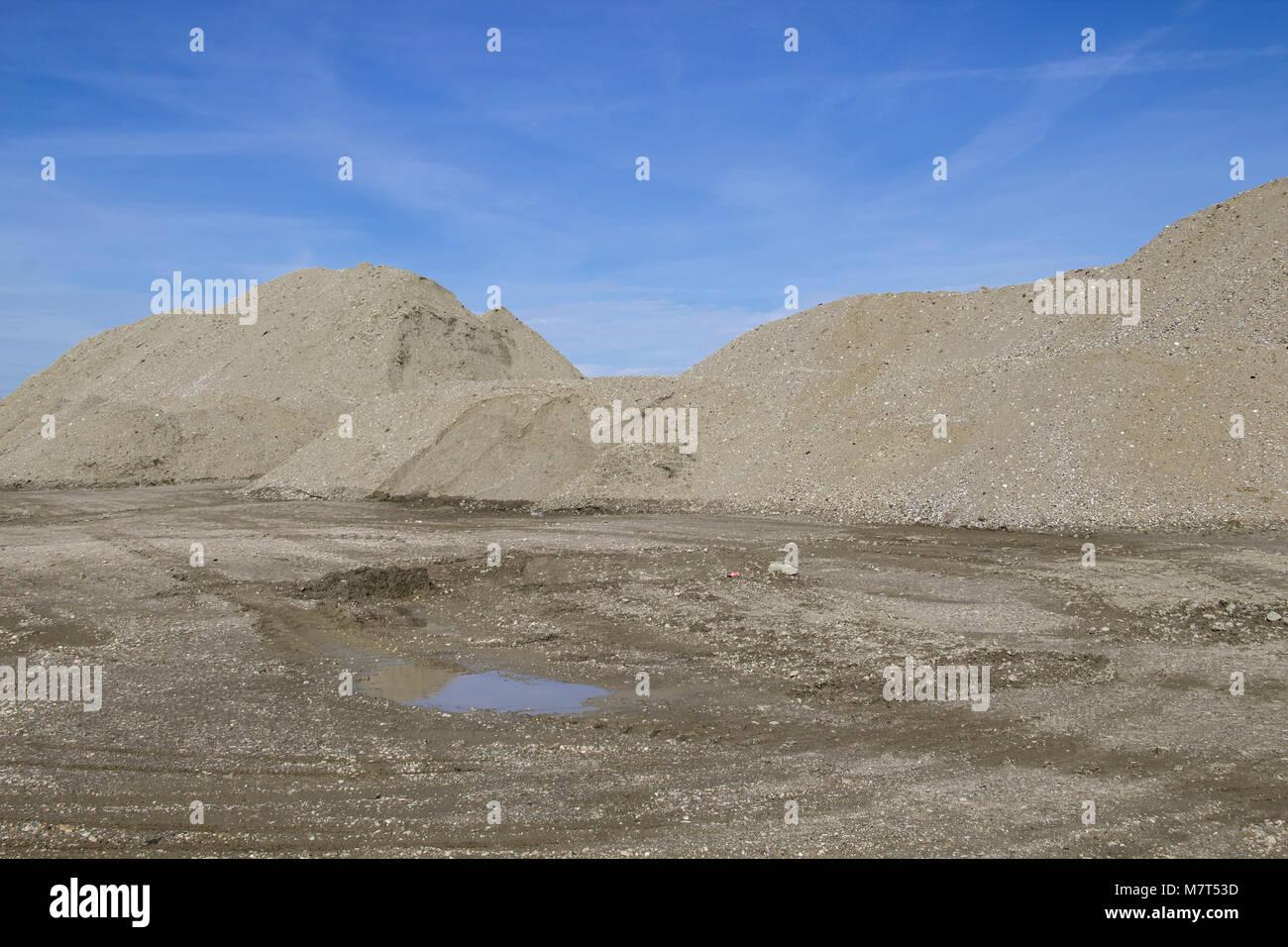 Construcción y grava agregada vuelca Imagen De Stock