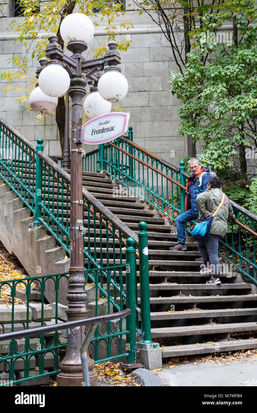 Quebec, Canadá. Frontenac escaleras, Escalier Frontenac, conectando la ciudad baja a la ciudad alta. Foto de stock