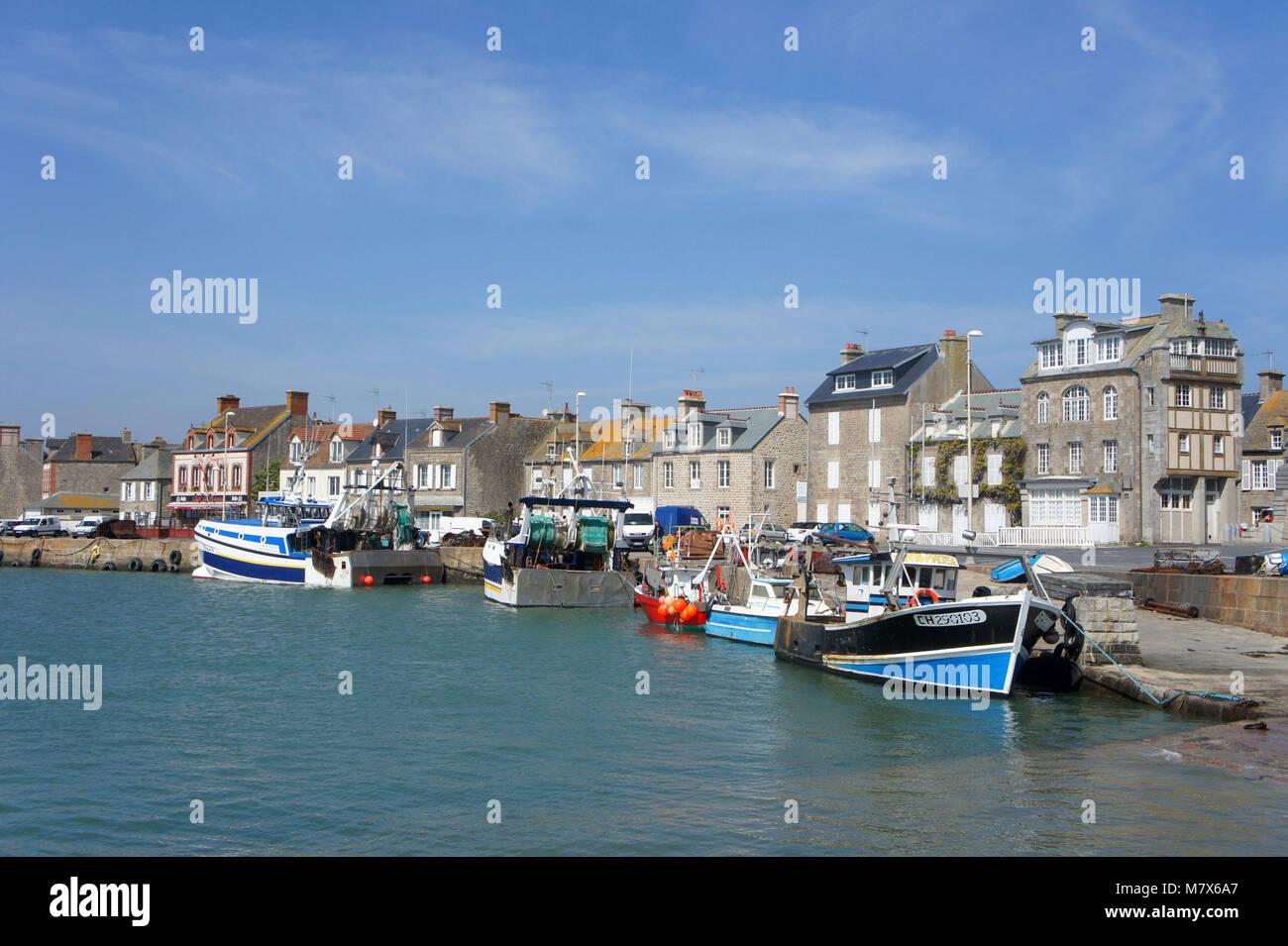 Barfleur (norte de Francia), en el Val de Saire zona: el puerto pesquero Foto de stock