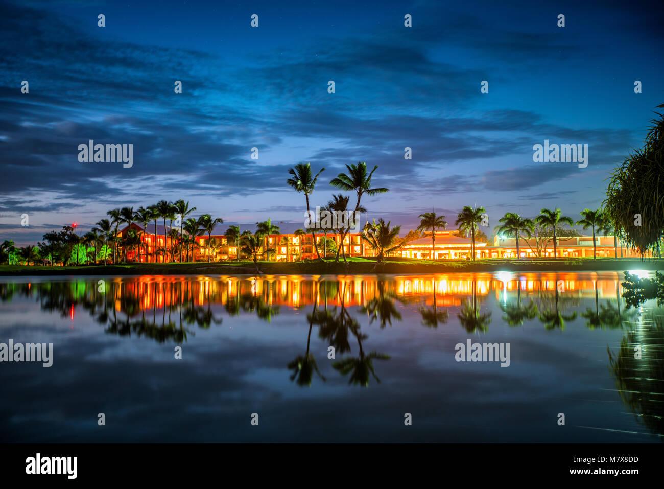 Campo de golf tropical al atardecer, República Dominicana, Punta Cana. Imagen De Stock