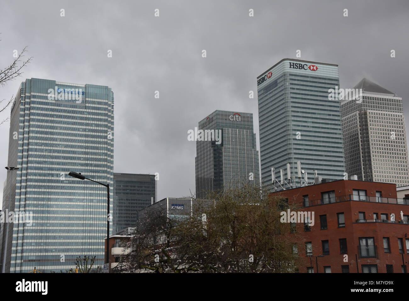 a19c014431 Barclays Bank exterior HQ, además de bloques de oficinas, Canary Wharf,  London Imagen