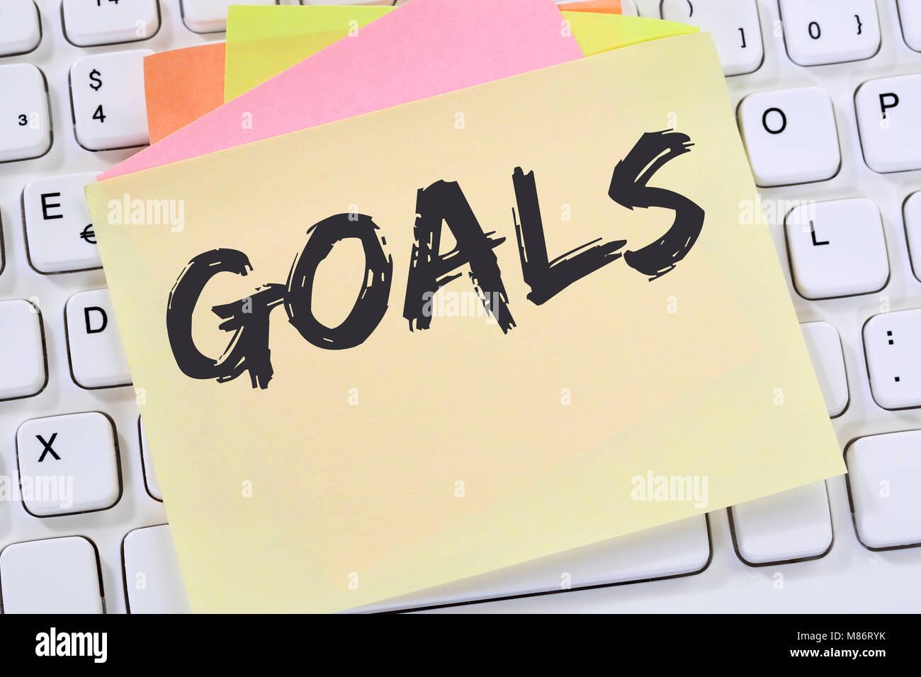 Objetivo metas a aspiraciones de éxito y crecimiento de negocios de papel nota conceptual teclado de ordenador Imagen De Stock