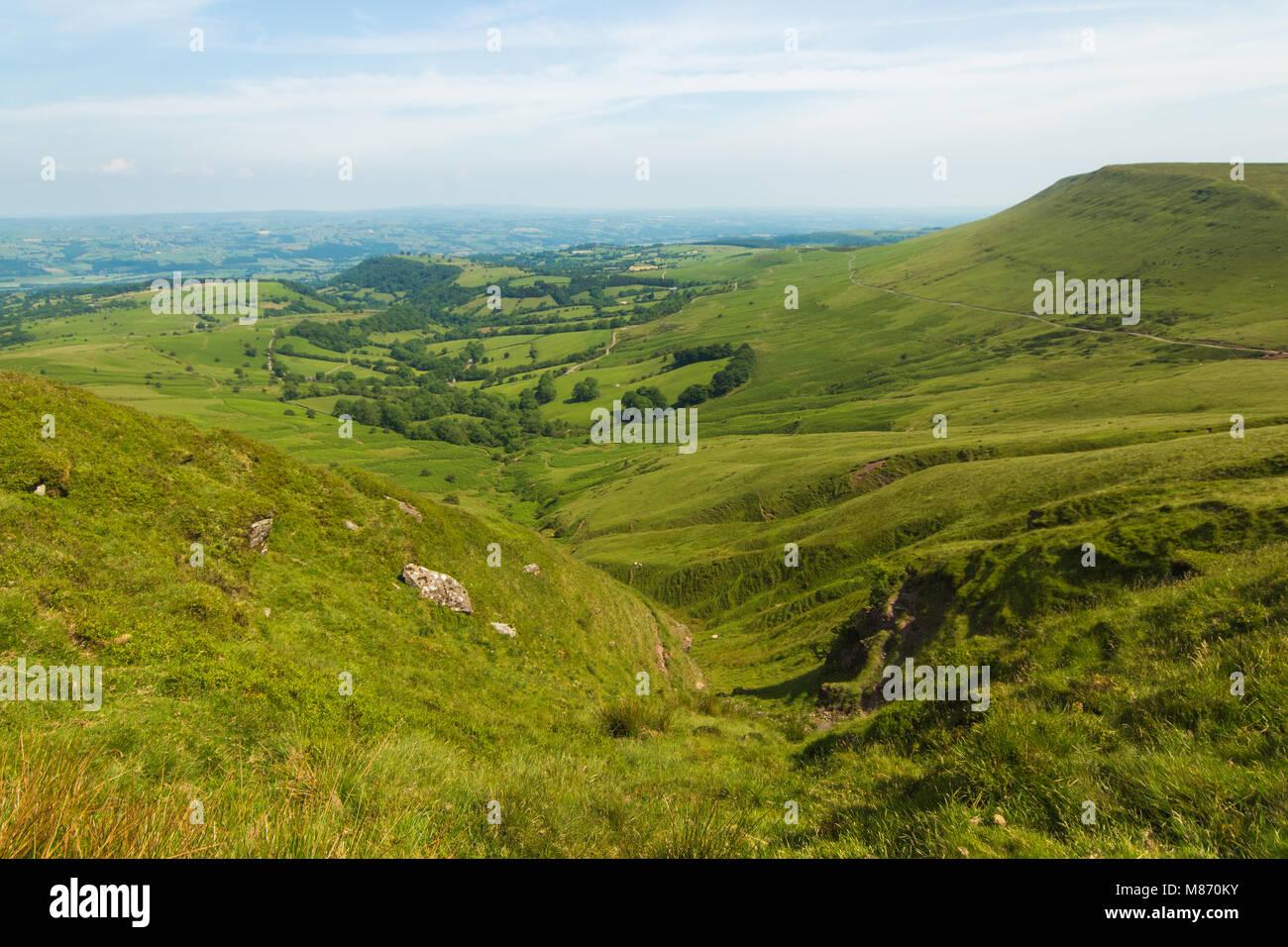En la cumbre del Señor Herefords Perilla, Gales en el verano. Una hermosa vista para contemplar. Foto de stock