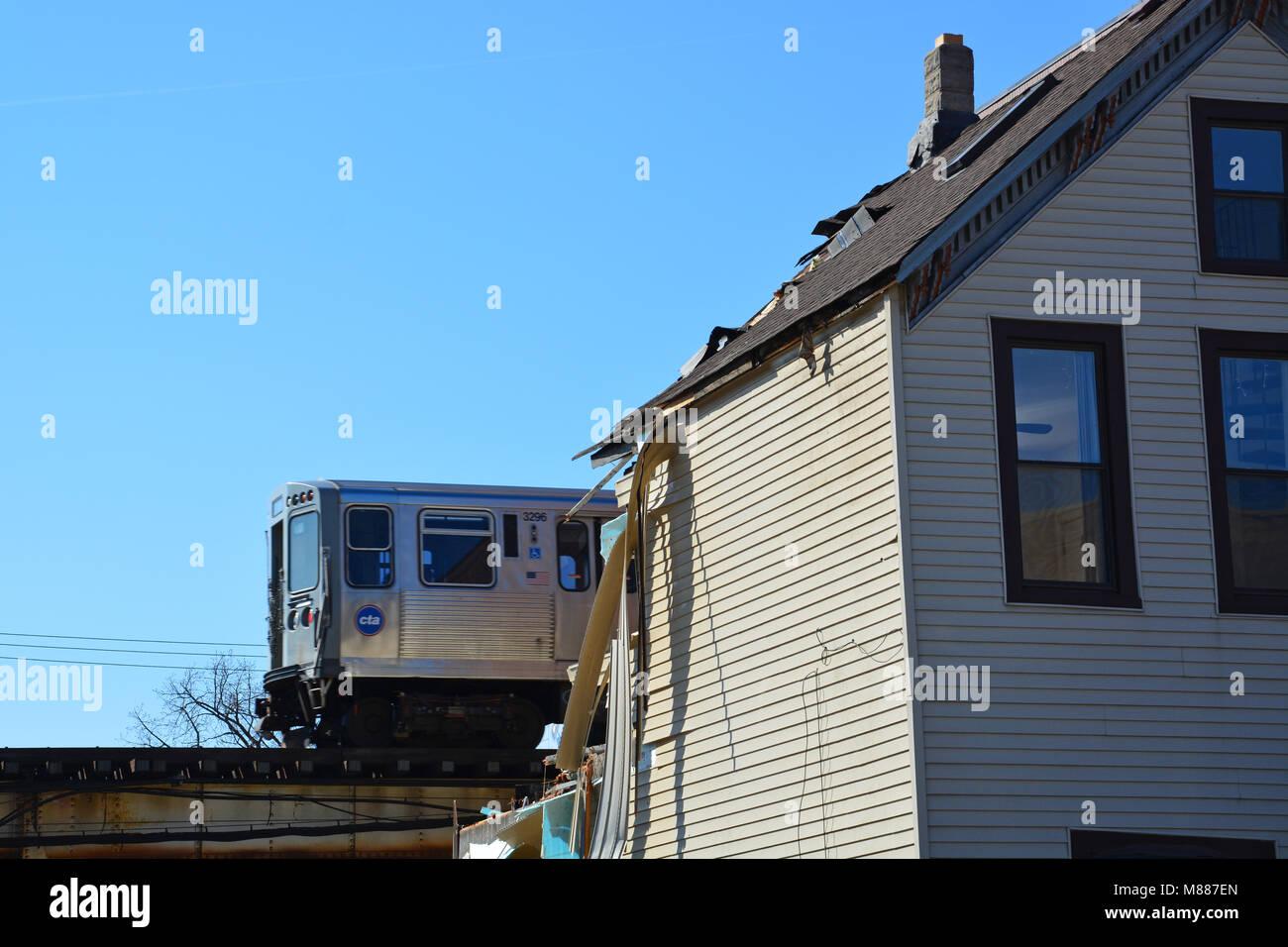 Chicago, Illinois, EE.UU., 15 de marzo de 2018: Los equipos de construcción para la ciudad de Chicago, derribar Foto de stock