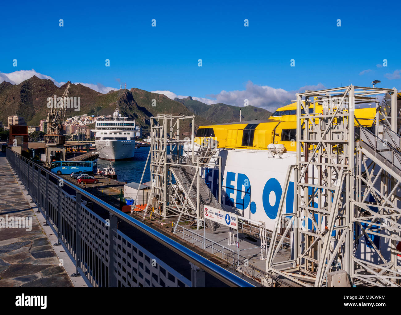 Canary island ferry im genes de stock canary island for Oficinas fred olsen