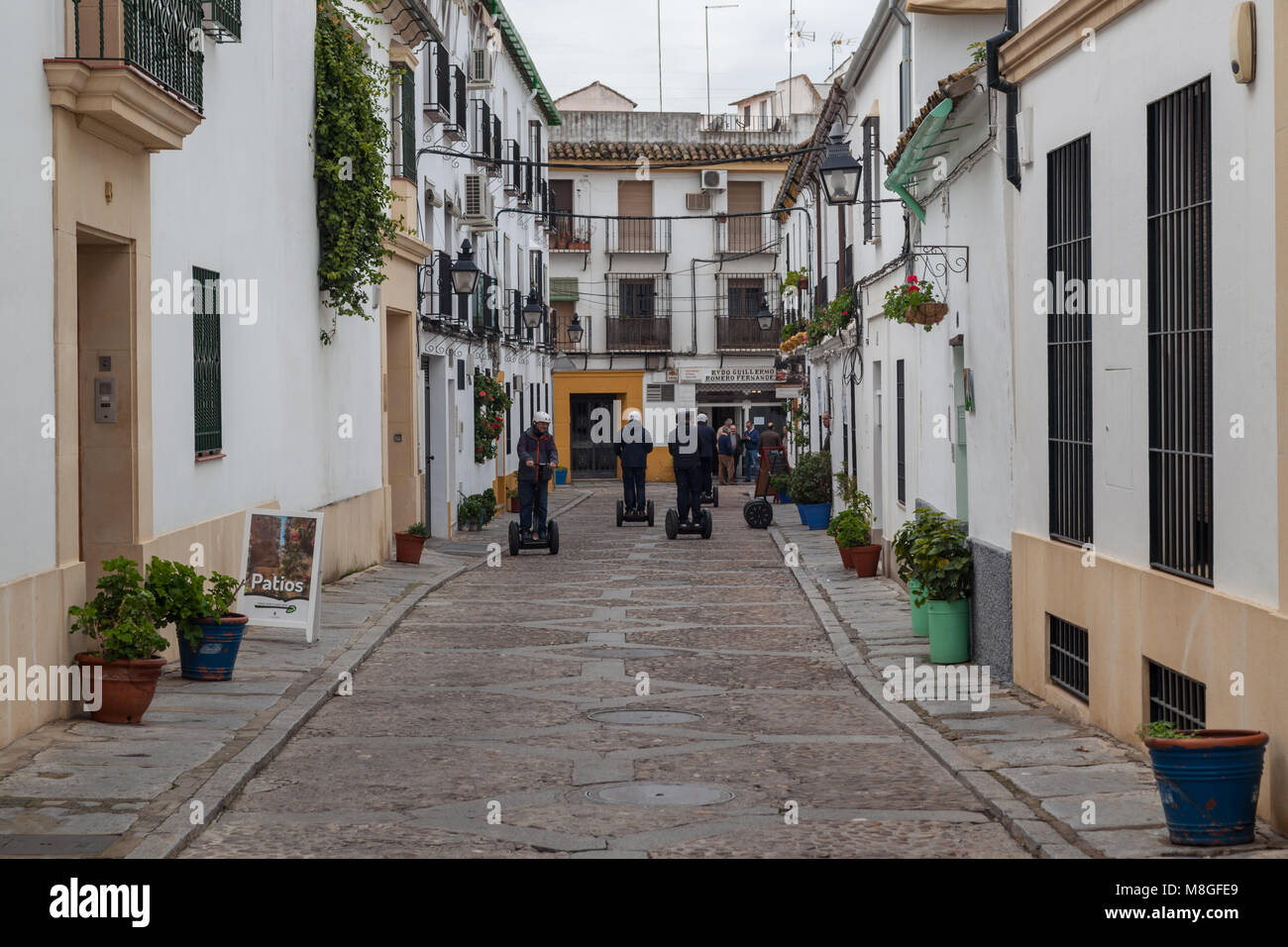 En Segway Por Las Calles De Espana Cordoba Foto Imagen De Stock