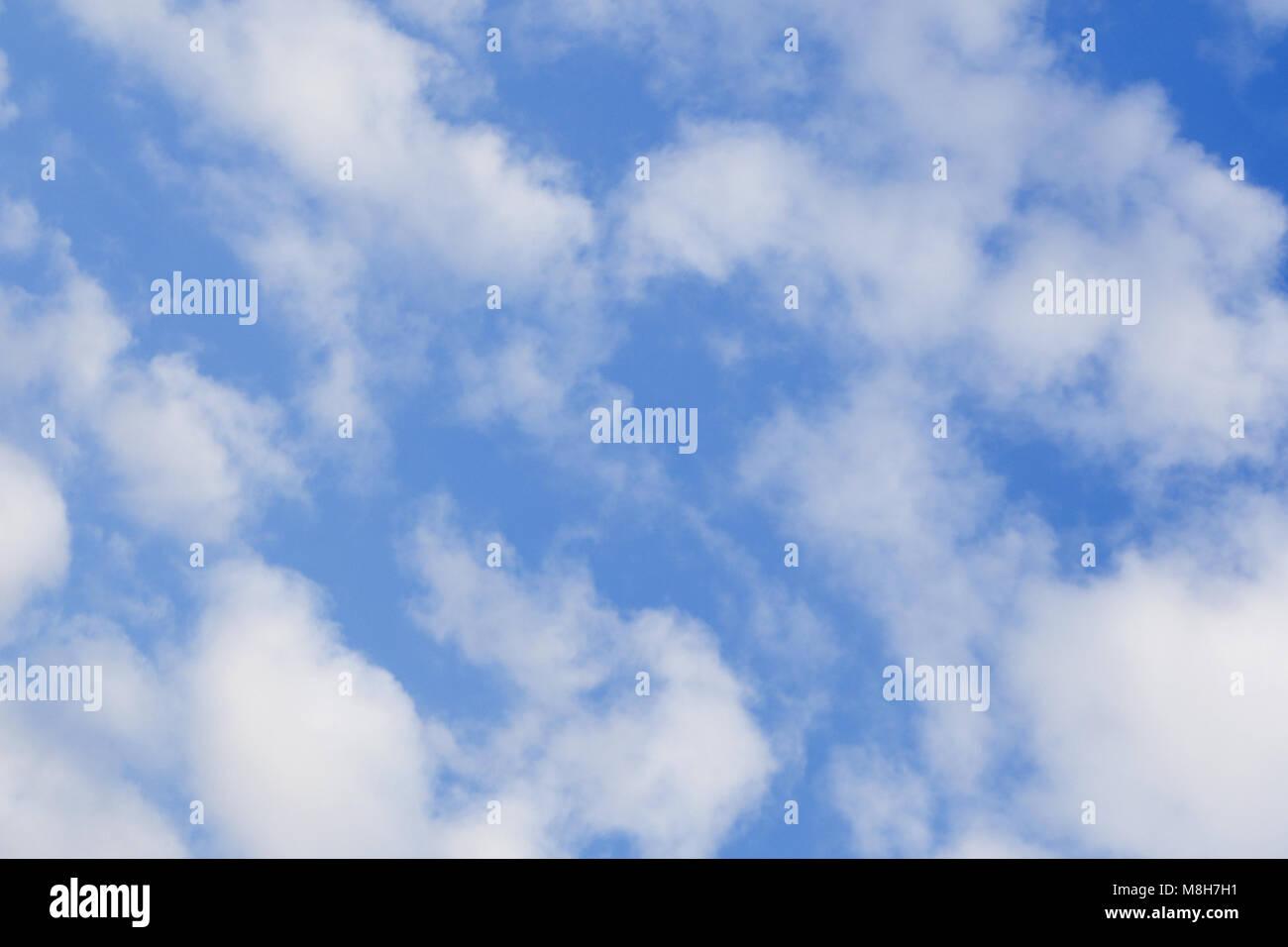 Fotos E Imagenes Cielo Azul Con Nubes: Hermoso Cielo Azul Con Nubes Background.Cielo.Nubes Cielo