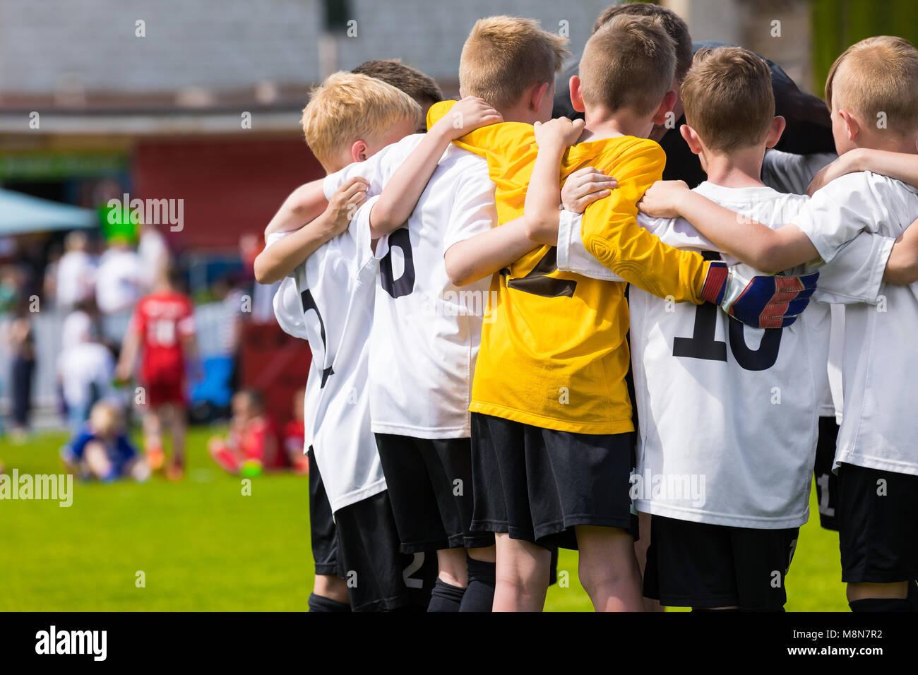 Los Niños Del Equipo De Fútbol Academia De Fútbol Para