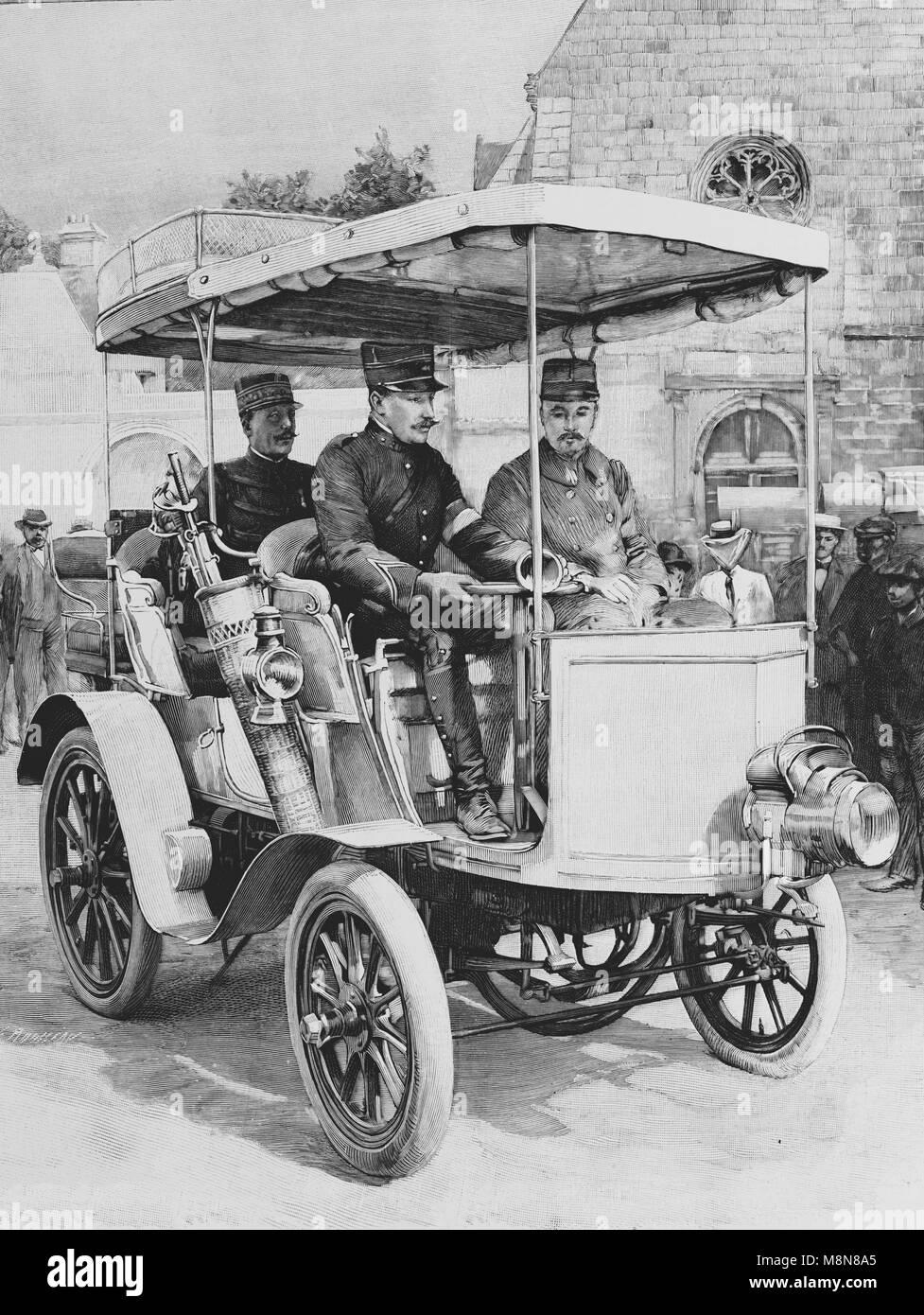 General de Negrier en su automóvil durante el ejercicio militar francesa de 1900, la imagen del semanario francés Imagen De Stock