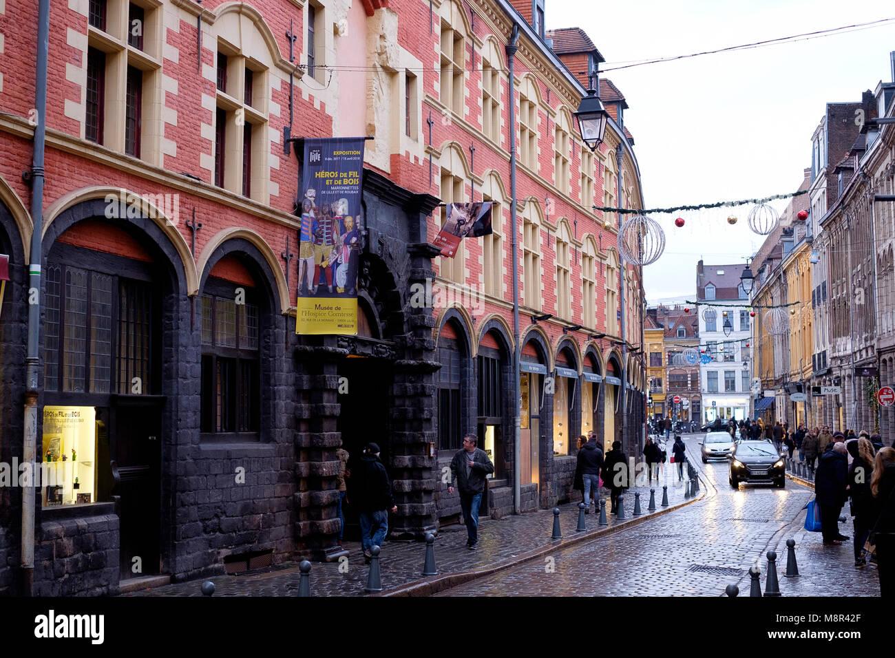 Escena de una calle en el casco antiguo de Lille - Musée de l'Hospice Contesse, Lille Imagen De Stock