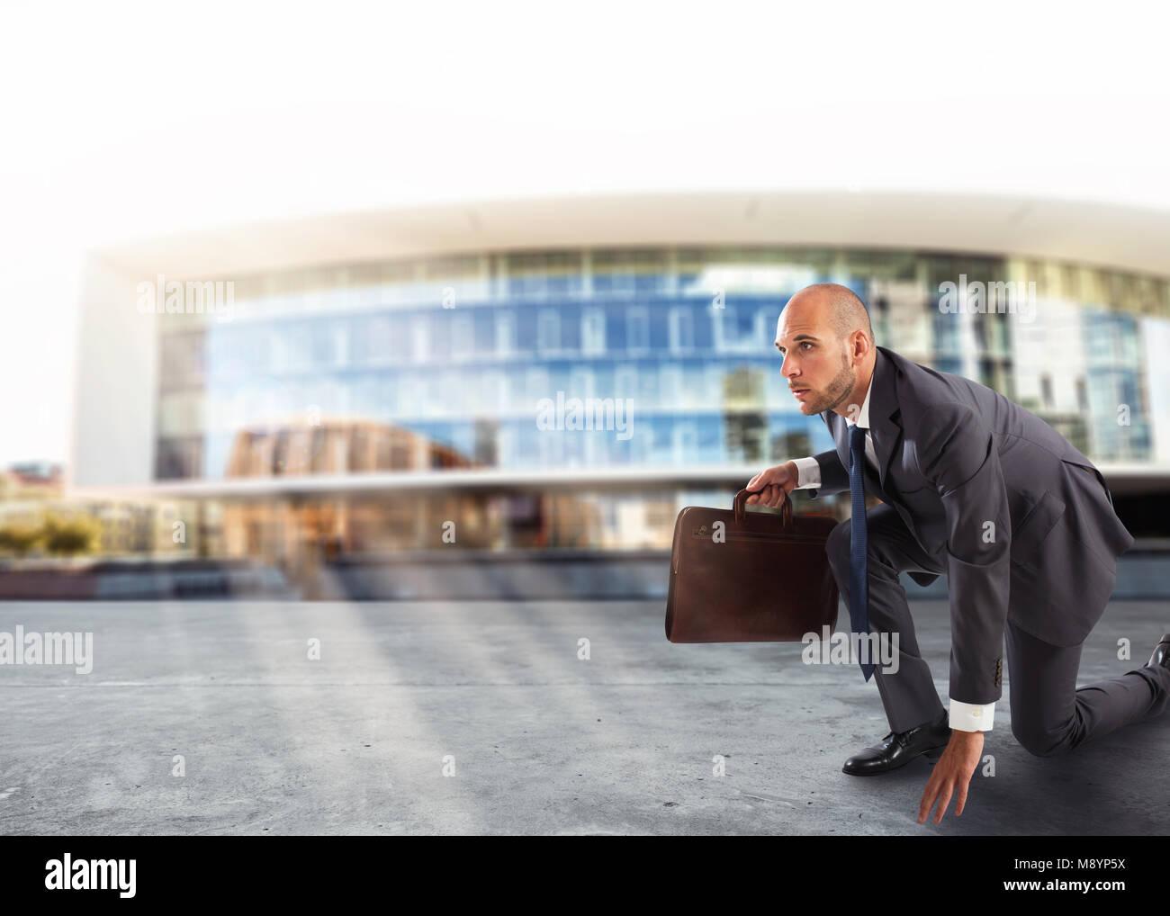 El empresario listo para empezar. La competencia y el reto en concepto de negocio Imagen De Stock