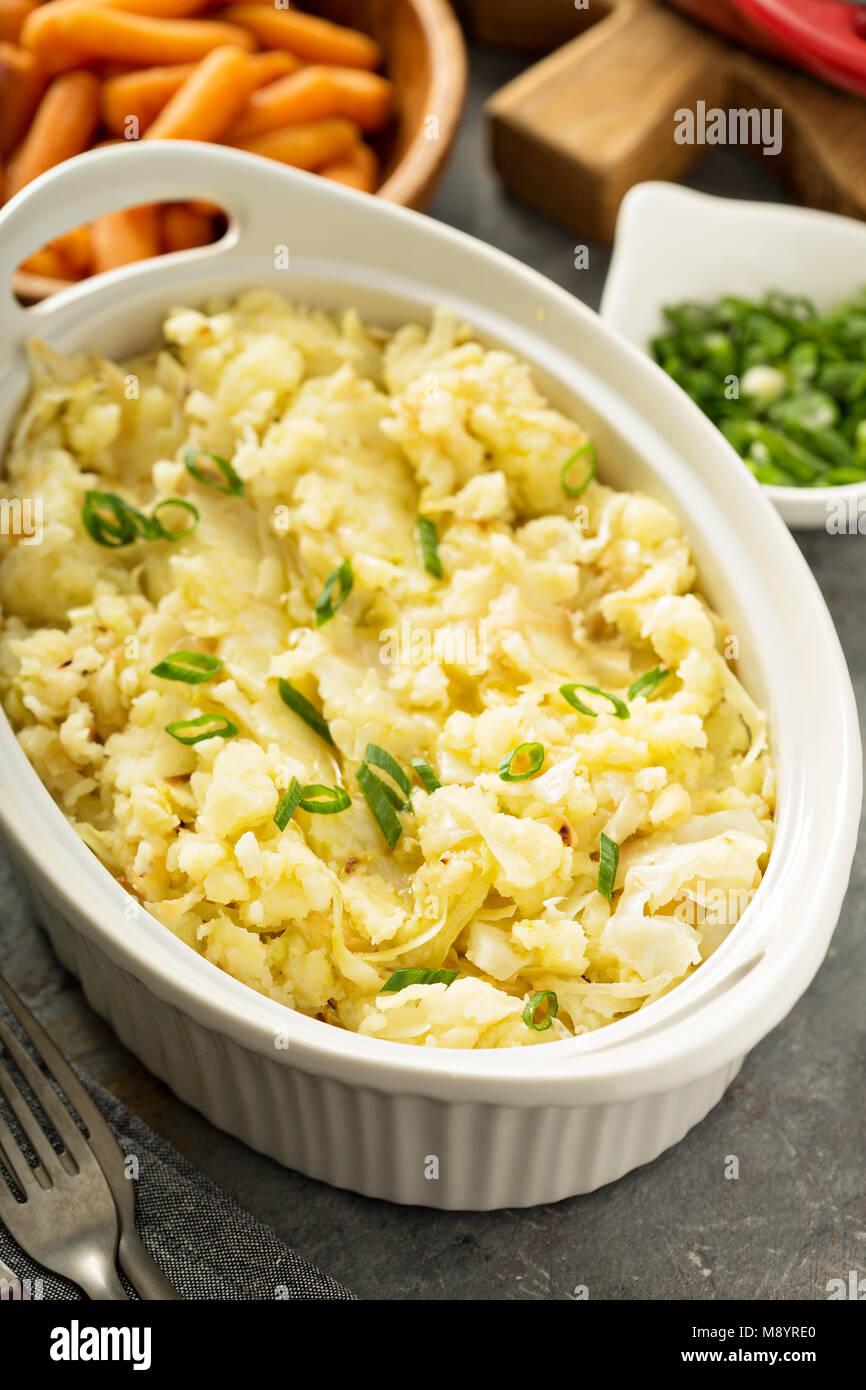 Colcannon, patatas y repollo dish Imagen De Stock