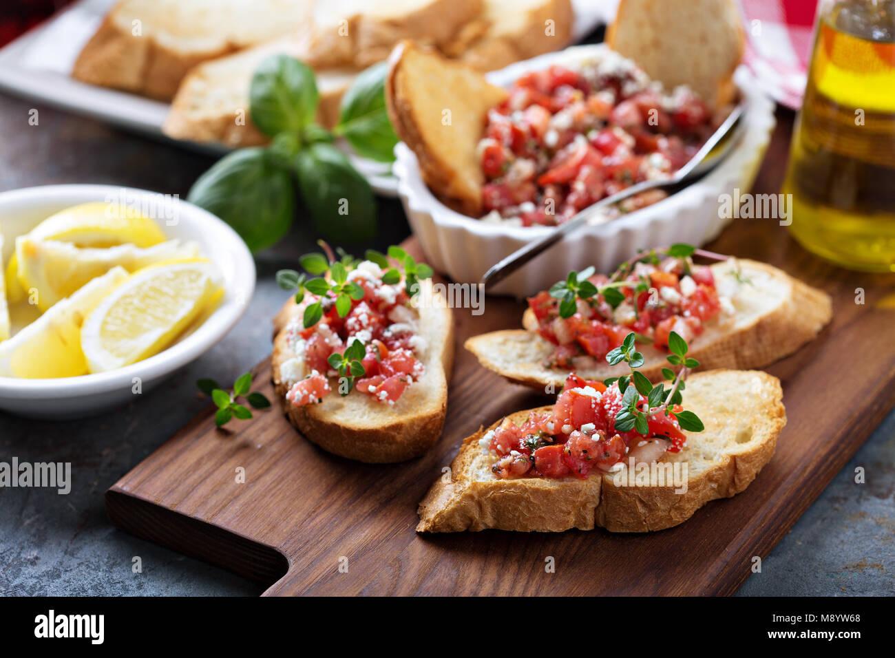 Tomates asados bruschetta con tomillo Imagen De Stock