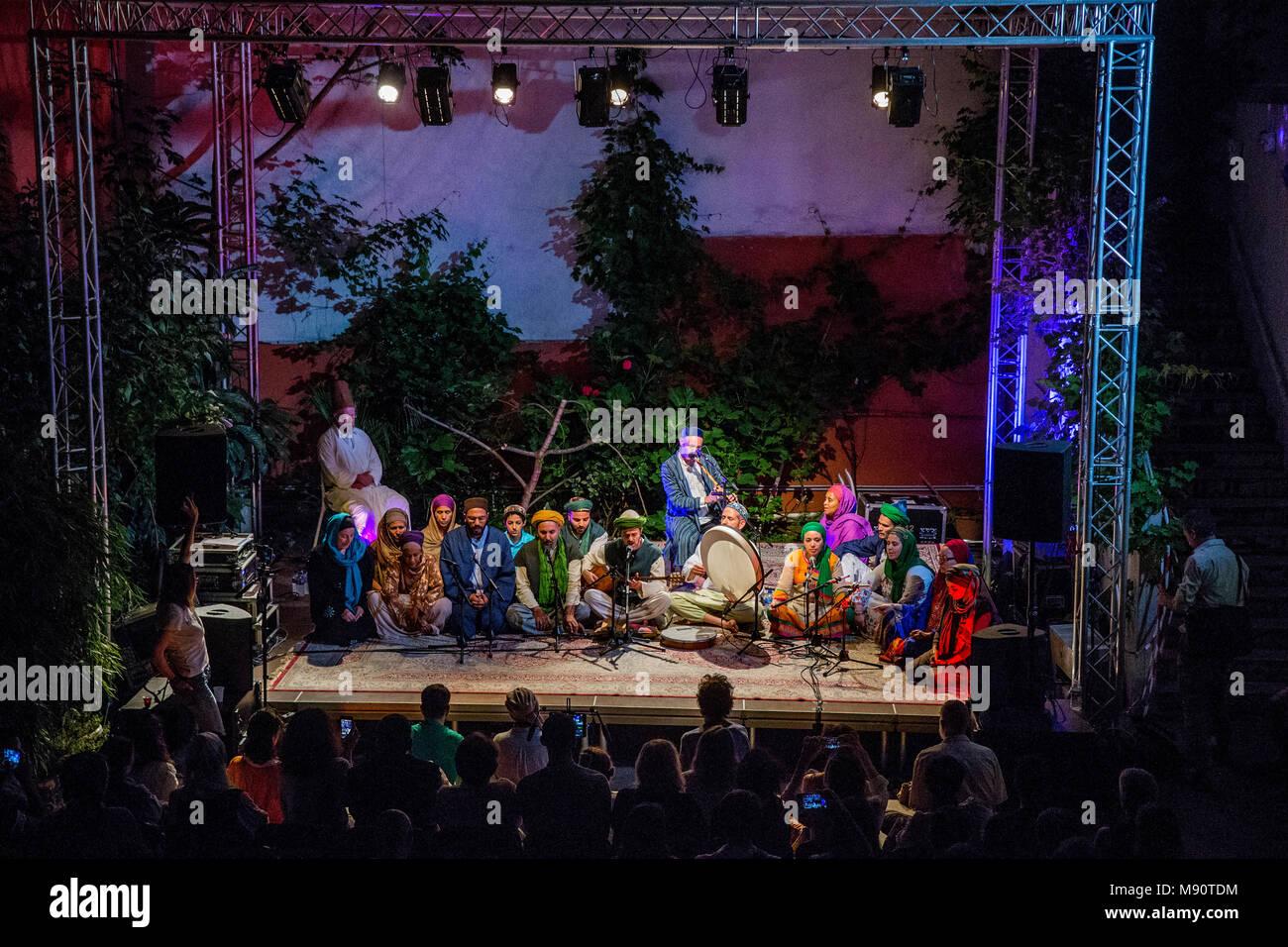 Concierto de música sufí en el Instituto de las Culturas Islámicas, París, Francia. Imagen De Stock