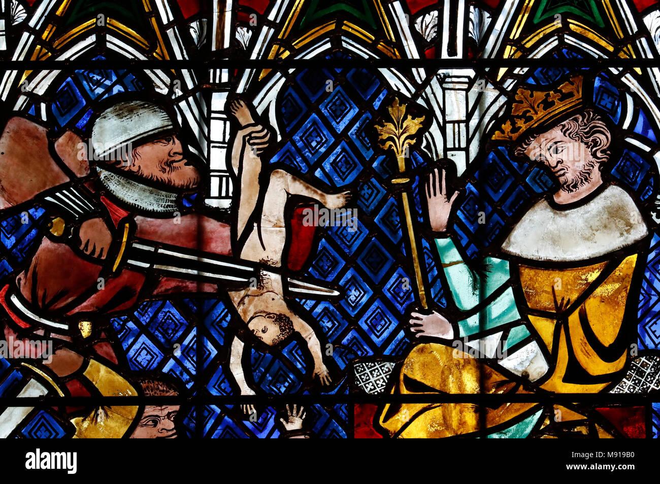 Nuestra Señora de la catedral de Estrasburgo. Ventana de vidrios de colores. La matanza de los inocentes. En el siglo 14. Estrasburgo. Francia. Foto de stock