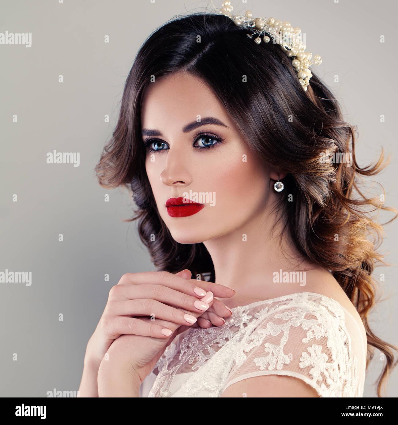 Retrato Perfecto De La Hermosa Novia Boda Con Peinado Y Maquillaje - Peinados-novia-boda