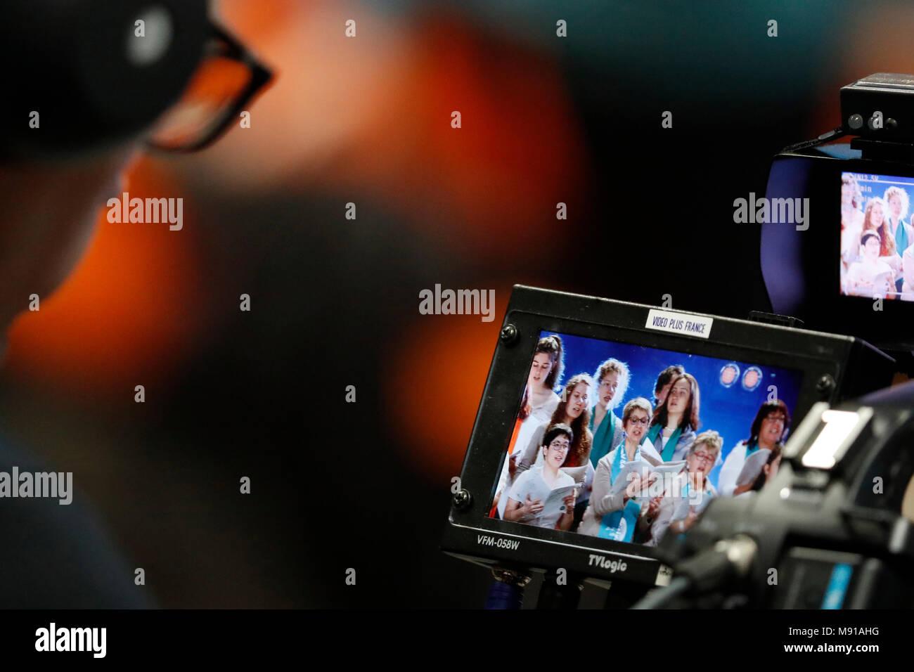 Celebración protestante en el Zenith de Estrasburgo. El monitor de la cámara. Estrasburgo. Francia. Imagen De Stock