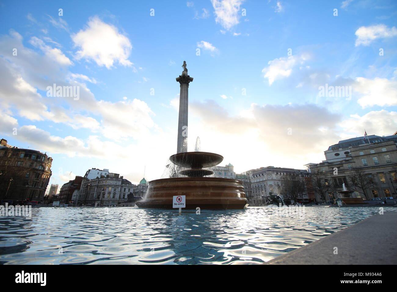 Una fuente en Trafalgar Square, Londres, Inglaterra Imagen De Stock