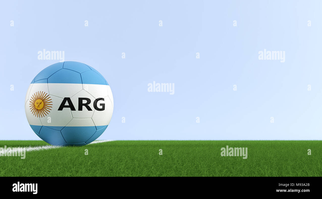 Balón de fútbol en los colores nacionales argentinas en un campo de fútbol.  Copie el 1f2010f0fd448
