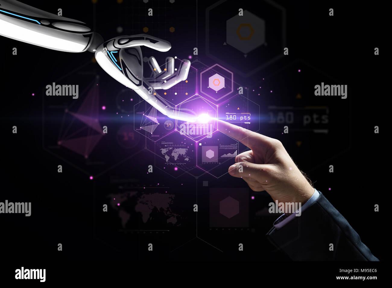 El robot y la mano humana más proyección virtual Imagen De Stock