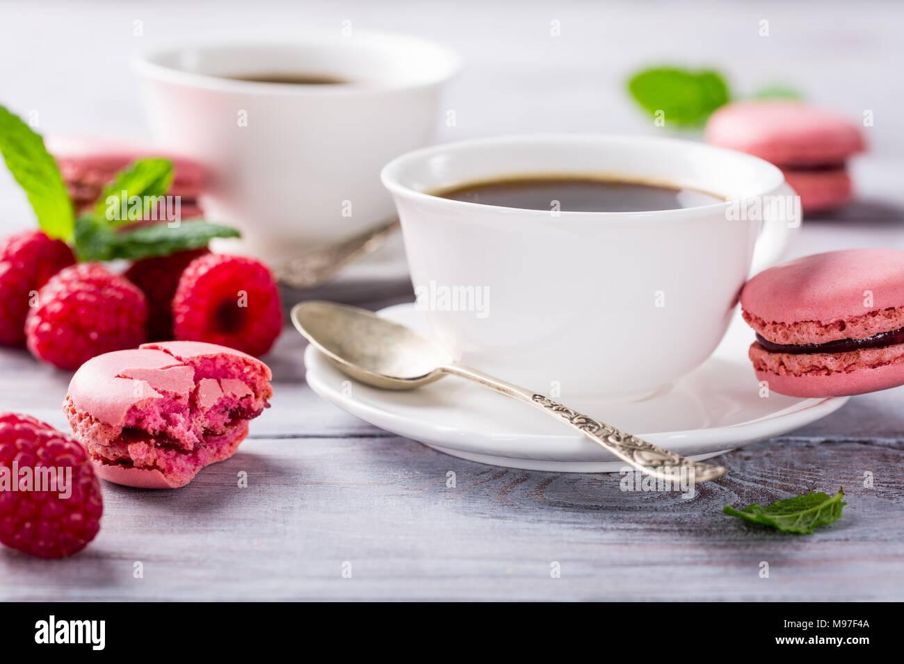 Taza de café con galletas de frambuesa francés Imagen De Stock