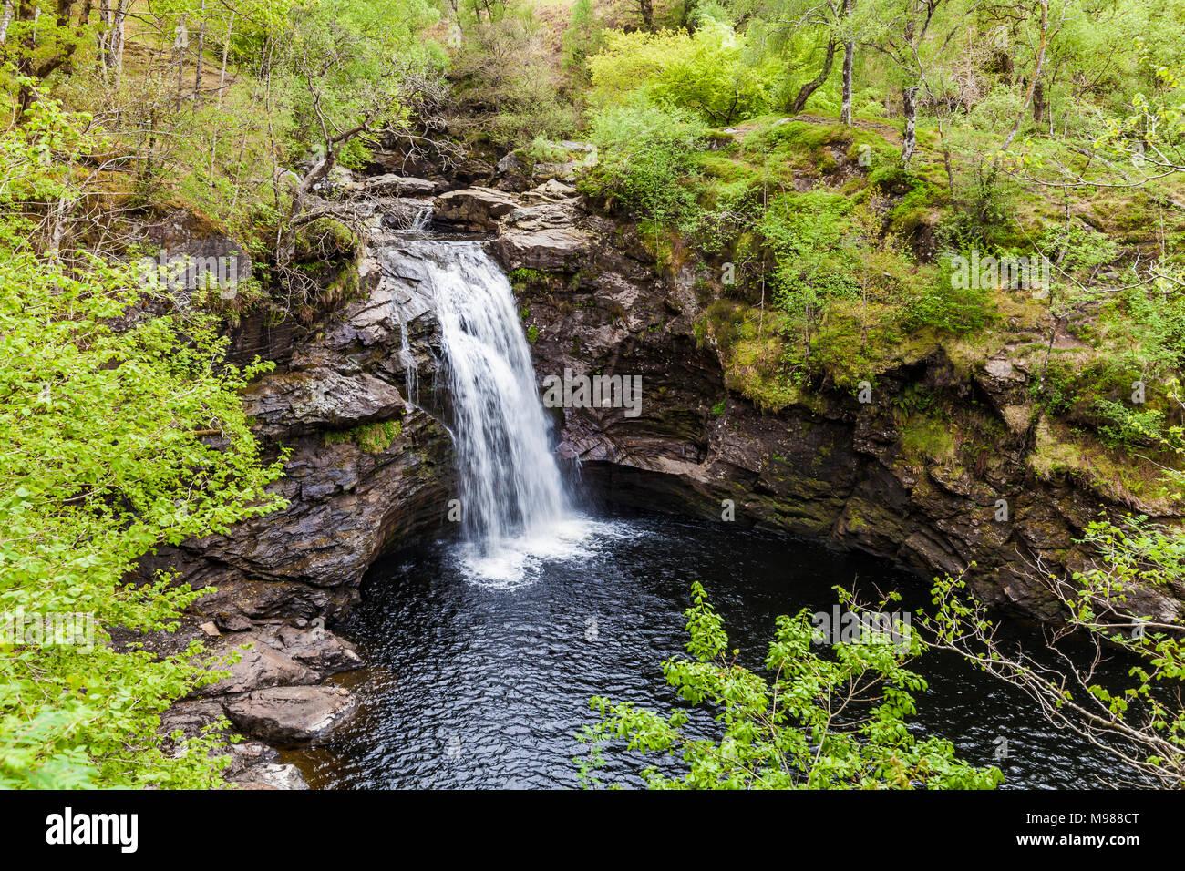Schottland, Highlands, Wasserfall, Wald, Natur Foto de stock