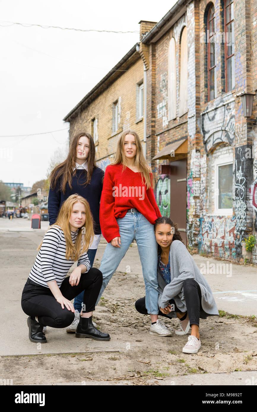 Alemania Berlín Foto De Grupo De Cuatro Amigas Foto Imagen De