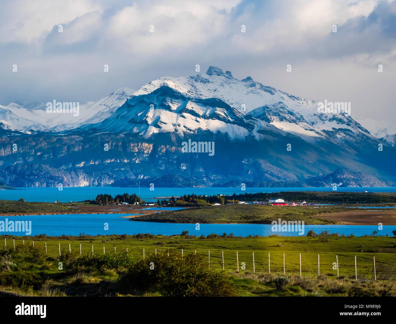 Argentina, Patagonia, El Calafate, Provincia de Santa Cruz, Puerto Bandera, Lago Argentino Imagen De Stock
