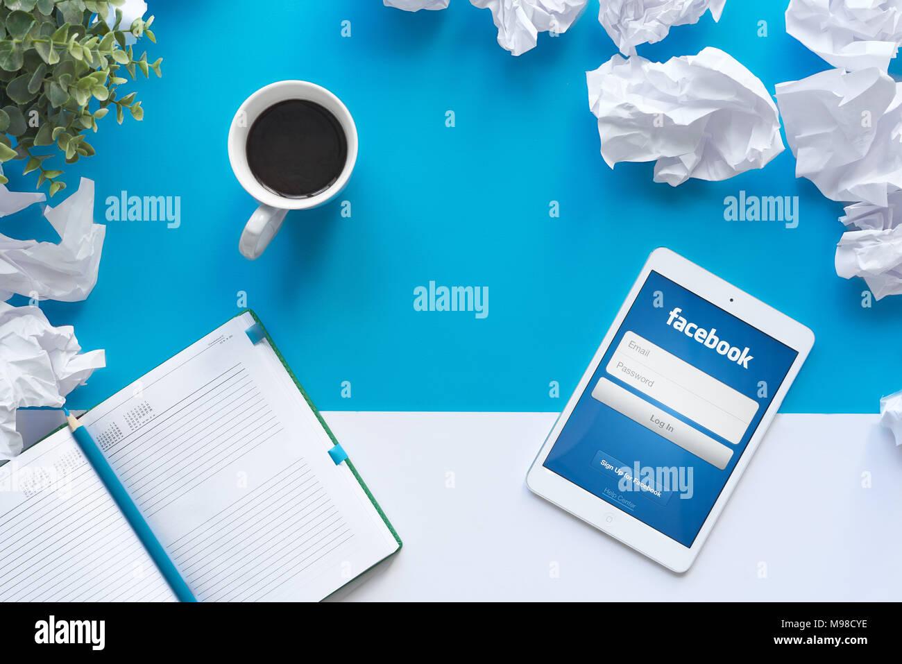 Facebook es un American online los medios sociales y las redes sociales de empresa de servicios con sede en Menlo Park, California. Imagen De Stock