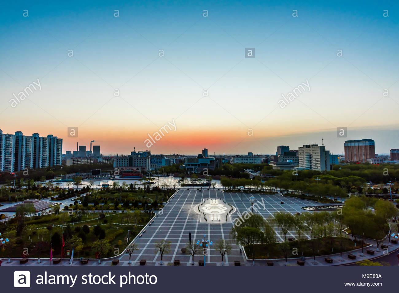Jiayuguan en Sunrise, Seda, provincia de Gansu, China. Imagen De Stock