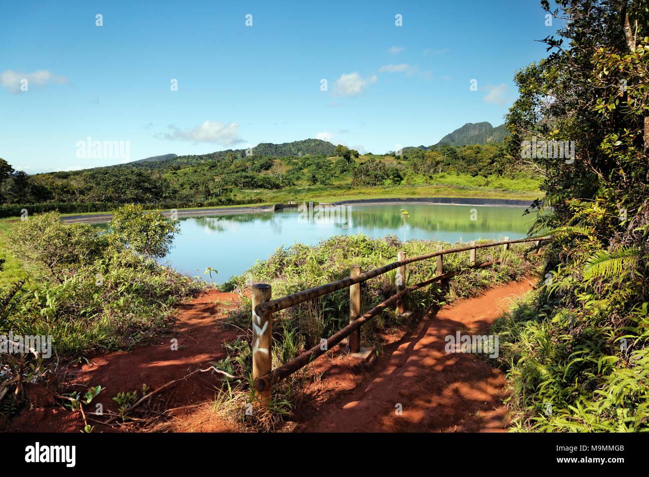 Depósito de agua, la Meseta de Taravao, Tahití Iti, Islas Sociedad, Polinesia Francesa, las Islas de Barlovento Imagen De Stock