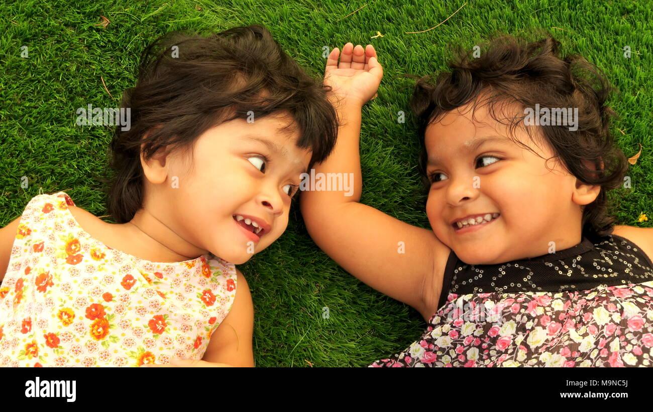 Riendo poco cute girls Imagen De Stock